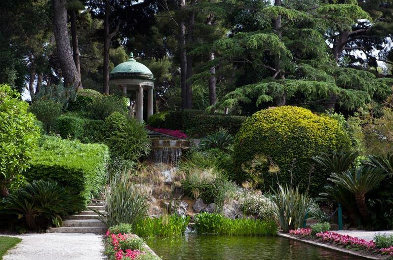 A fairytale wedding or elopement at the villa ephrussi for Villa jardins ephrussi de rothschild